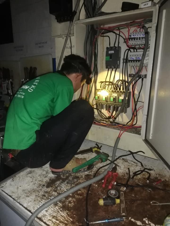 Thợ sửa điện nước Anh Vinh