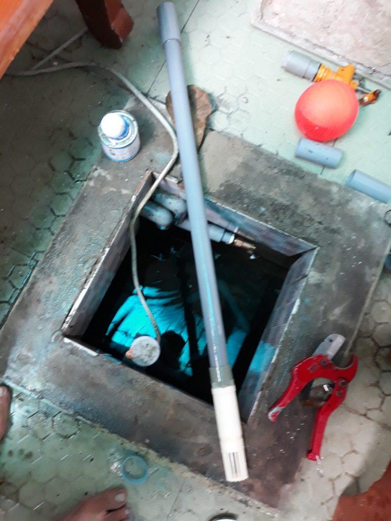 thợ lắp đặt phao tự động cho bể nước